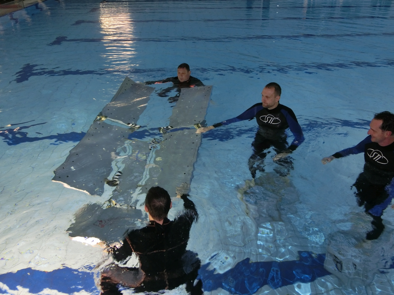 ICARUS deployment under water training Therme Constance Bild 2